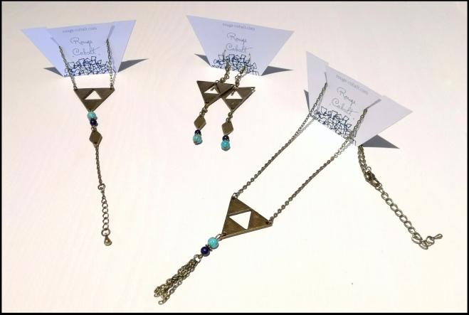 Parure triangles lapis Lazuli et turquoise : Bracelet - 22€ ; Boucles d'oreilles - 28€ ; Collier - 24€